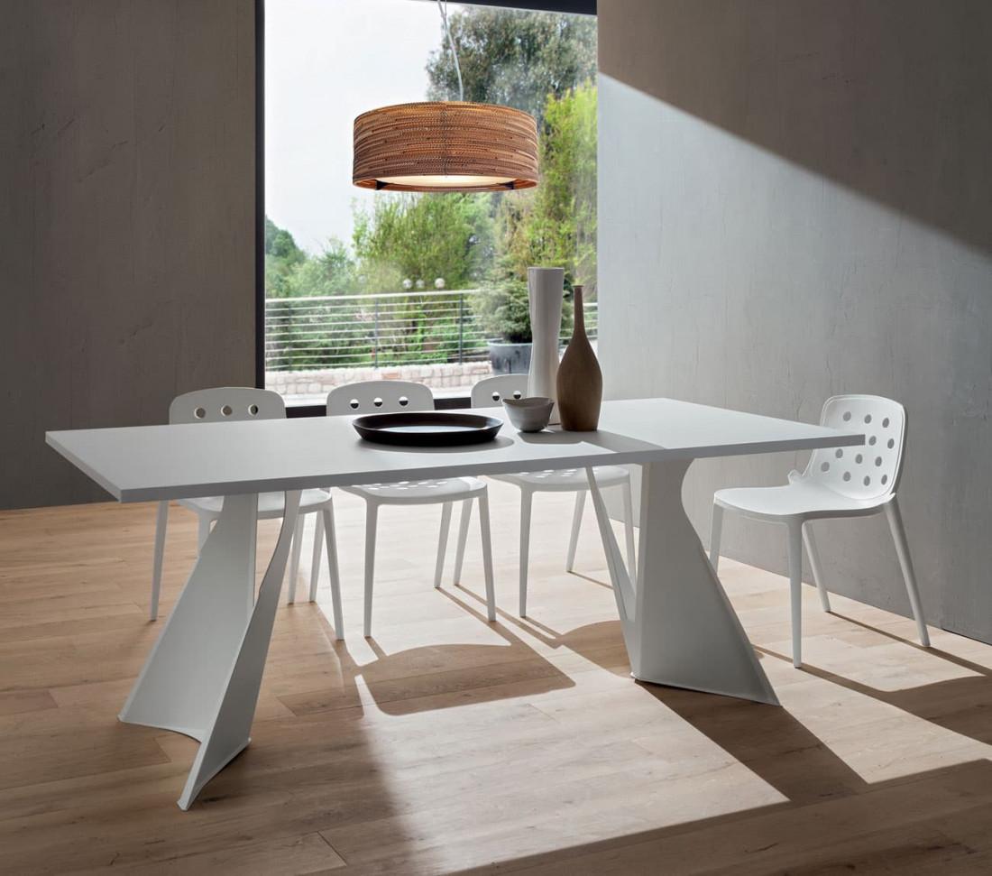 Tavolo Di Design Con Basamento A Vela Claudio Mit Design Store