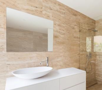 Specchiera per bagno Norma 70x80 ambientata - MIT Design Store